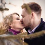 man-and-woman-kissing-1071383